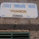 Pancarte de l'école Pouiwindin