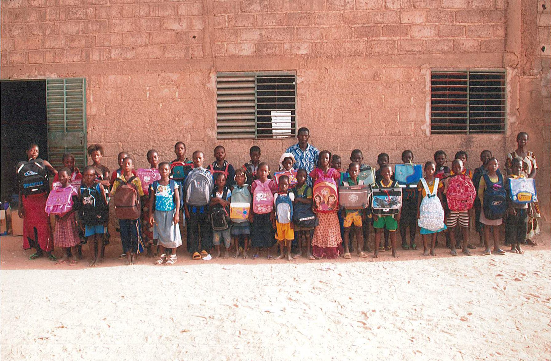 les orphelins ayant reçu les sacs