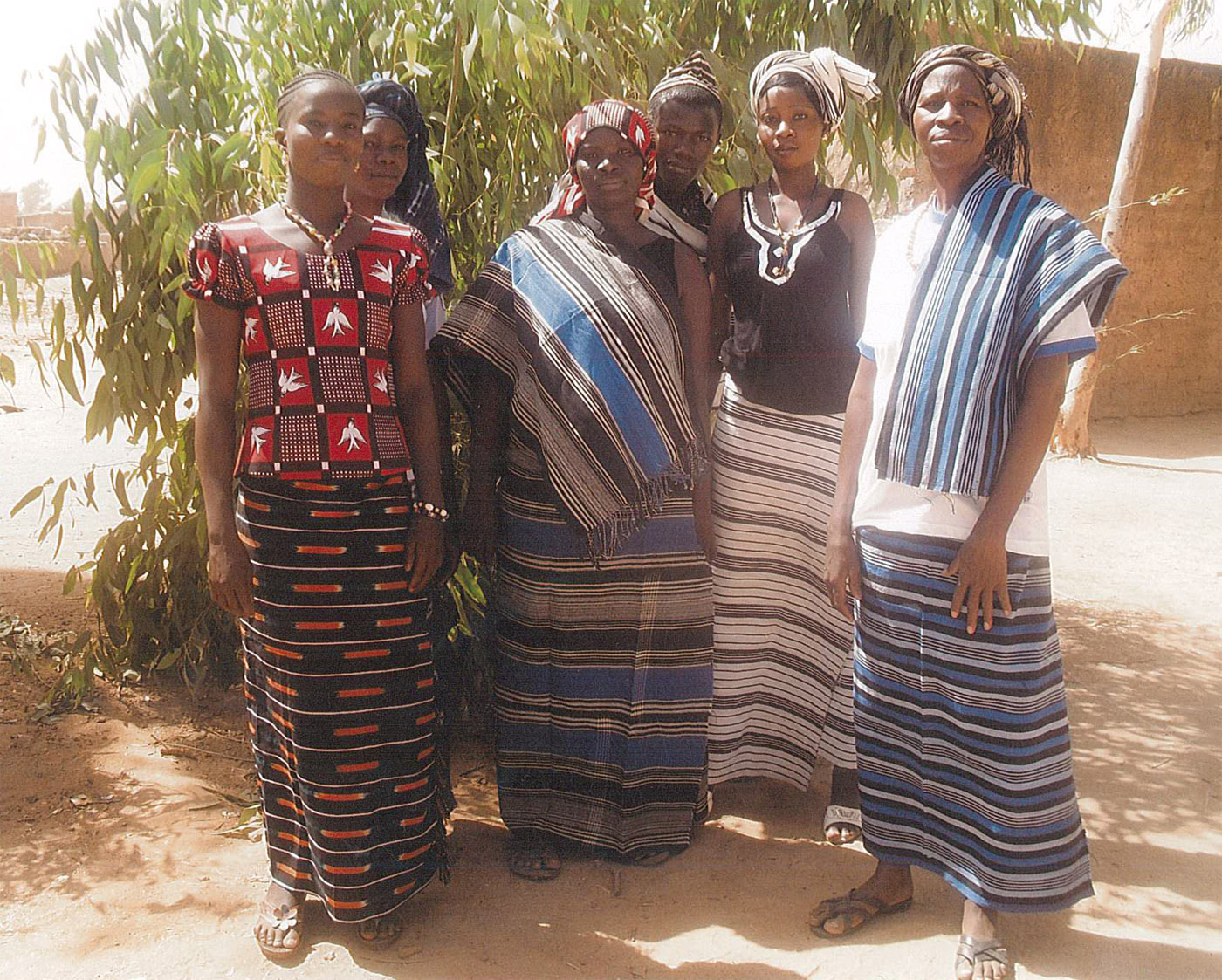Enseignantes en habit traditionnel